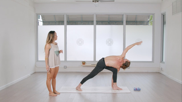Best online yoga for experienced yogis: Omstars