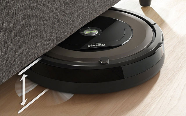 Robotic vacuum cleaner with HEPA filter: Roomba 890