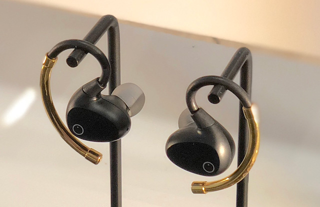 True-wireless in-ear Bluetooth headphones with ear hooks