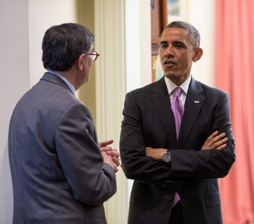 President Obama meets with an economic advisor