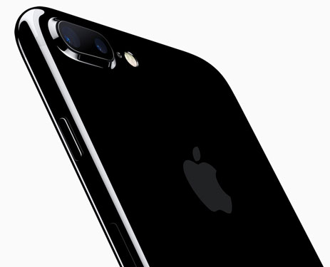 The iPhone 7 Plus has a dual lens camera for an effective 2x optical zoom