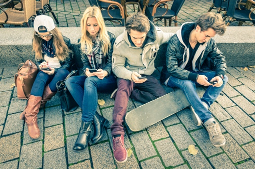 Teenagers addicted to their smartphones