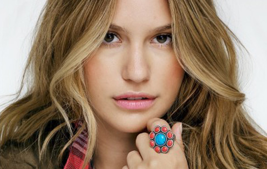 JewelMint woman with Dahlia Blossom ring